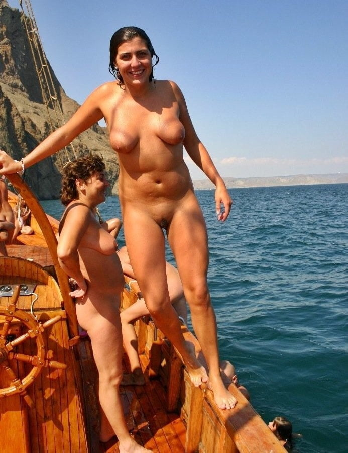 images-family-nude-sailing