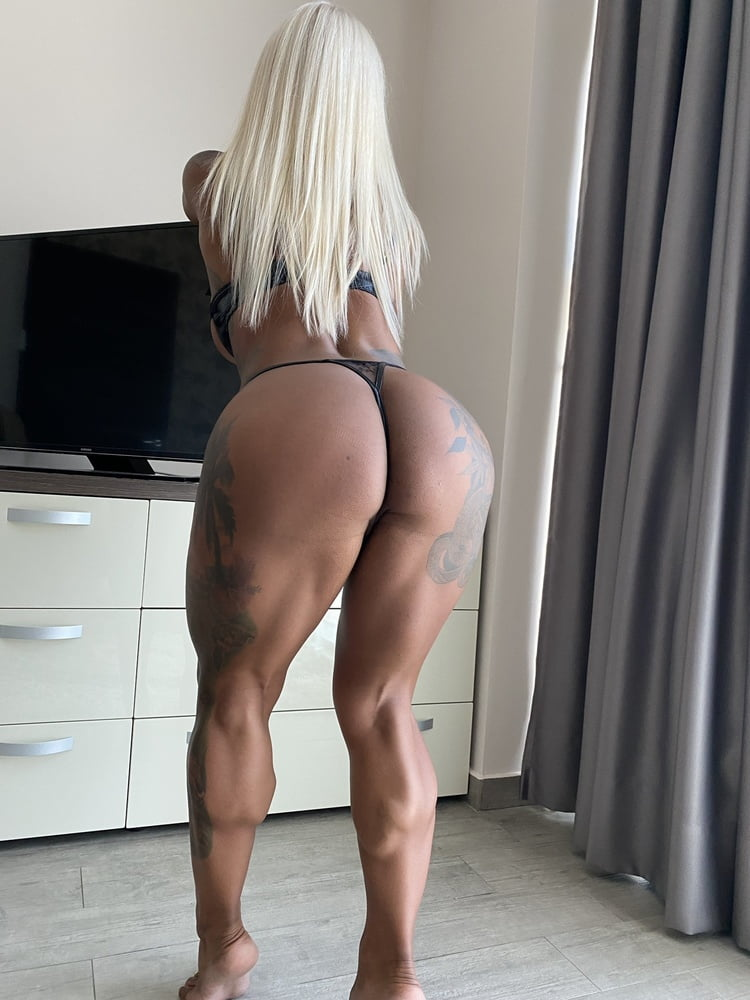 Tanned Muscle Bimbo- 219 Pics