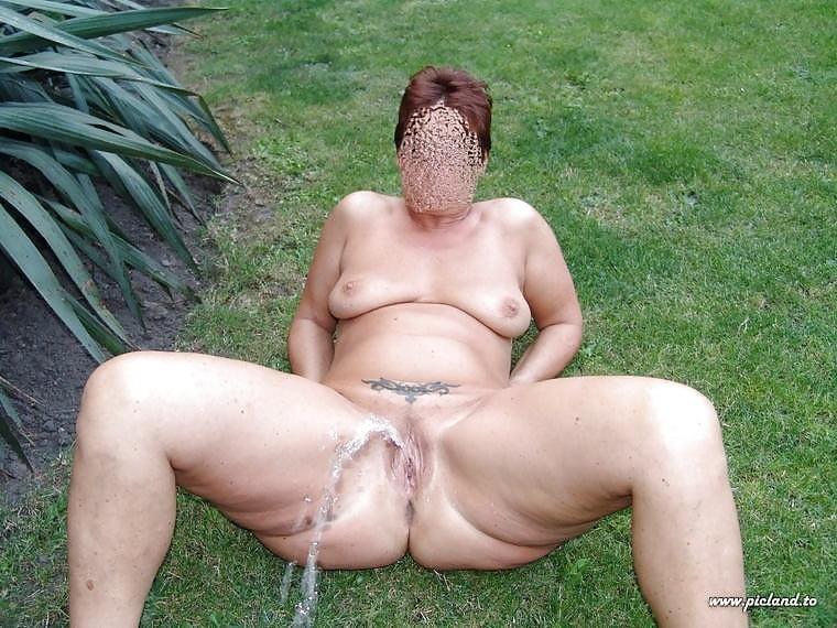 Фото толстых писающих баб, оргазмы у пожилых женщин