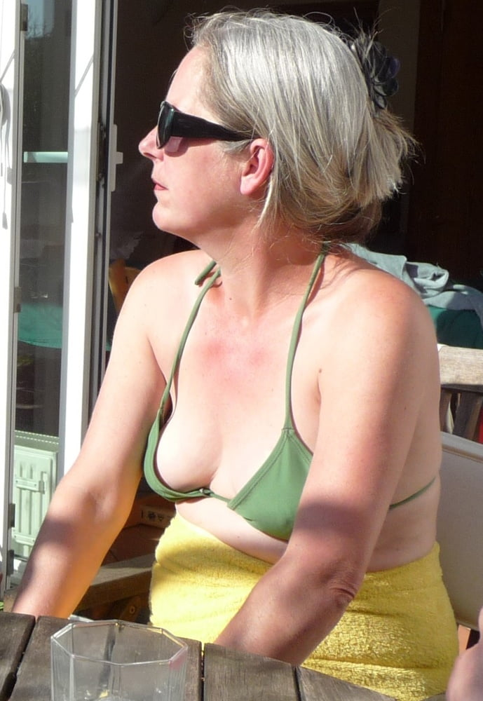 Длинные соски у зрелых женщин фото, видео девки смотрят нахуй