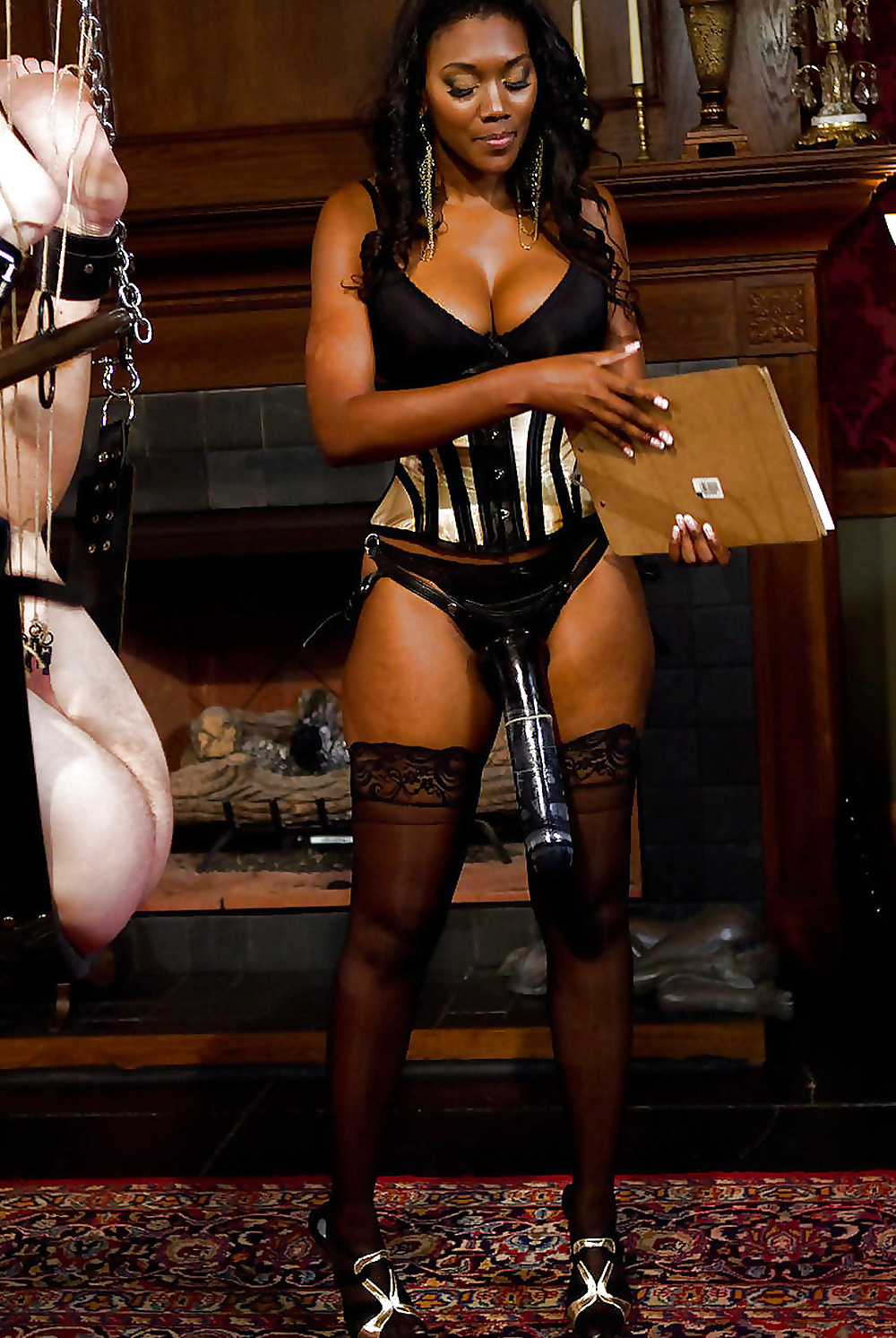 black-woman-and-femdom-voyager-kes-nude