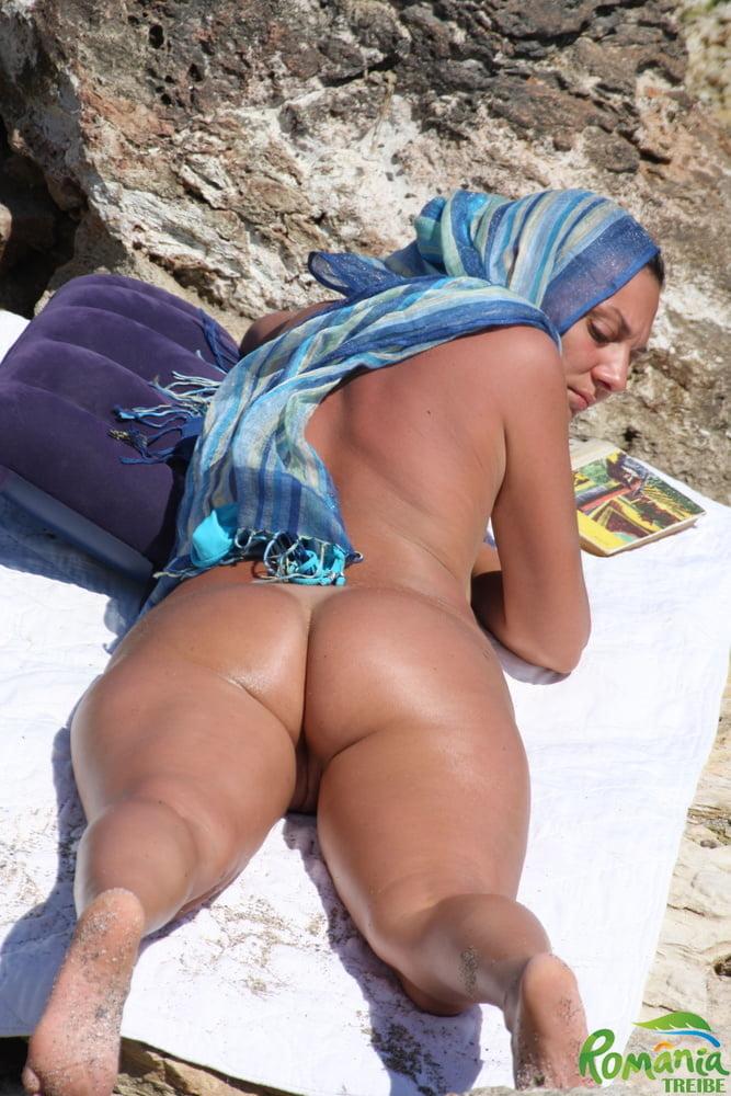 arabic-xxx-girl-full-hd-pics-in-beach