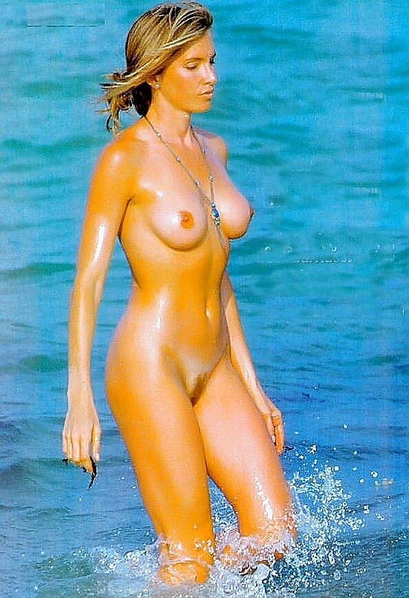 jennifer-aniston-nude-beach