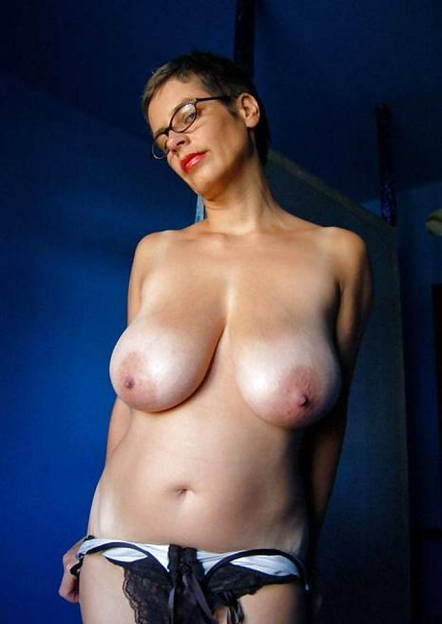 The Hourglass Perfection Of Tina Lee