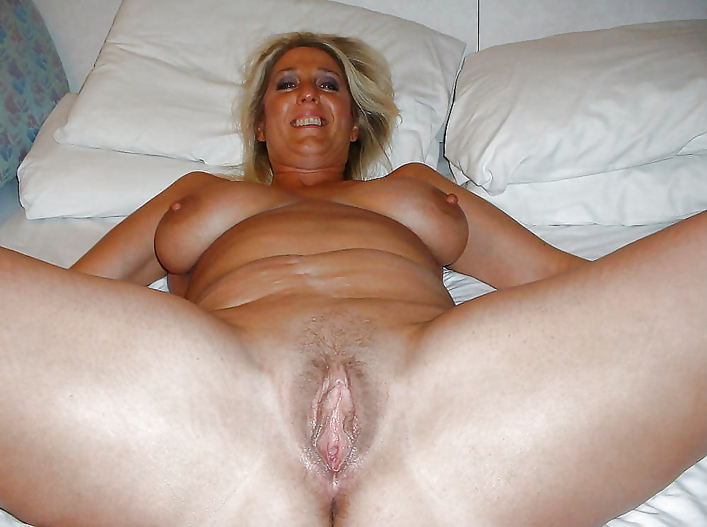 Moms open pussy pics