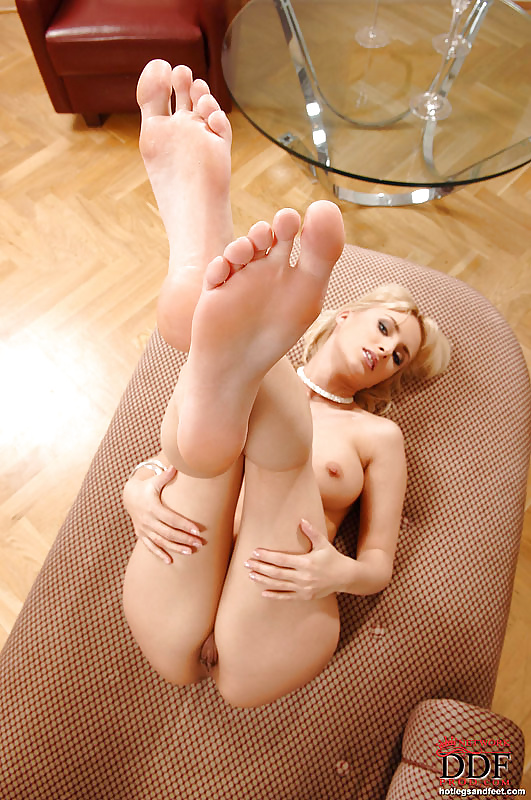 Sexy white feet and nudes — photo 10