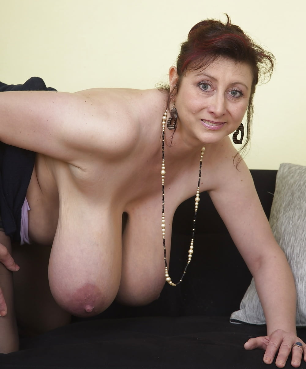 Mature natural tits porn pics