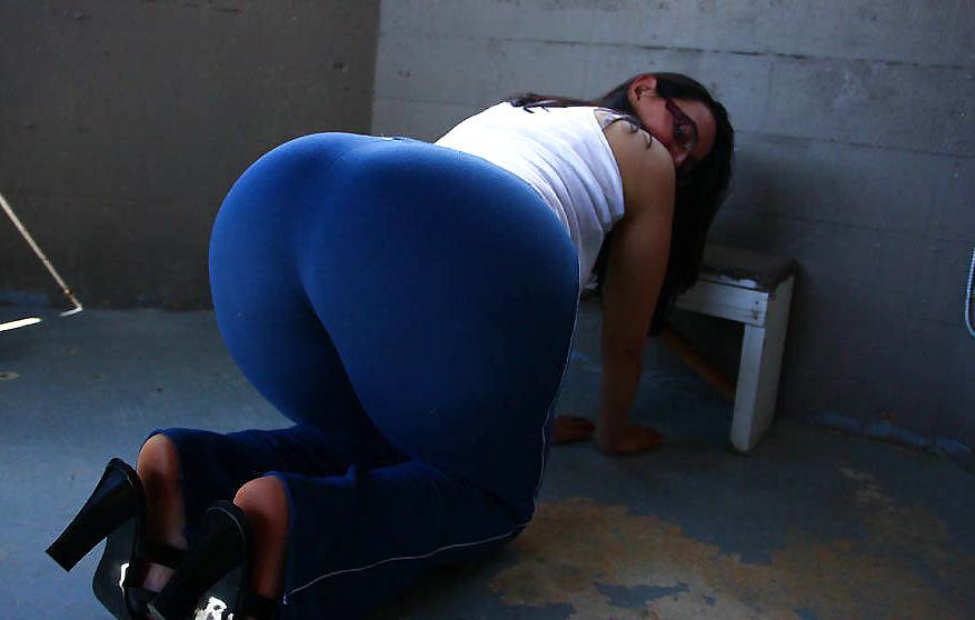 xxx-women-in-yoga-pants-head-pics